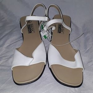VWT Basic Editions White Sandal Flats Size 6